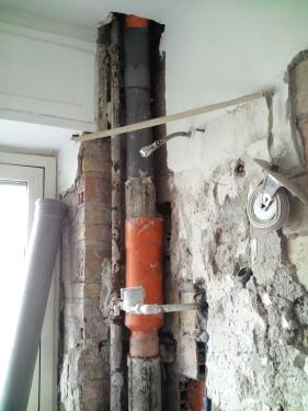 Tubi rotti la classica riparazione non risolver il problema for Materiale del tubo della linea d acqua